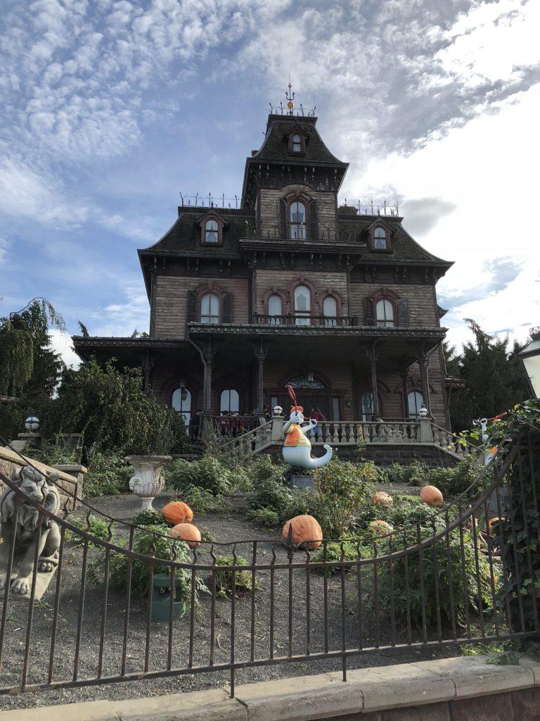Disneyland: Halloween Street
