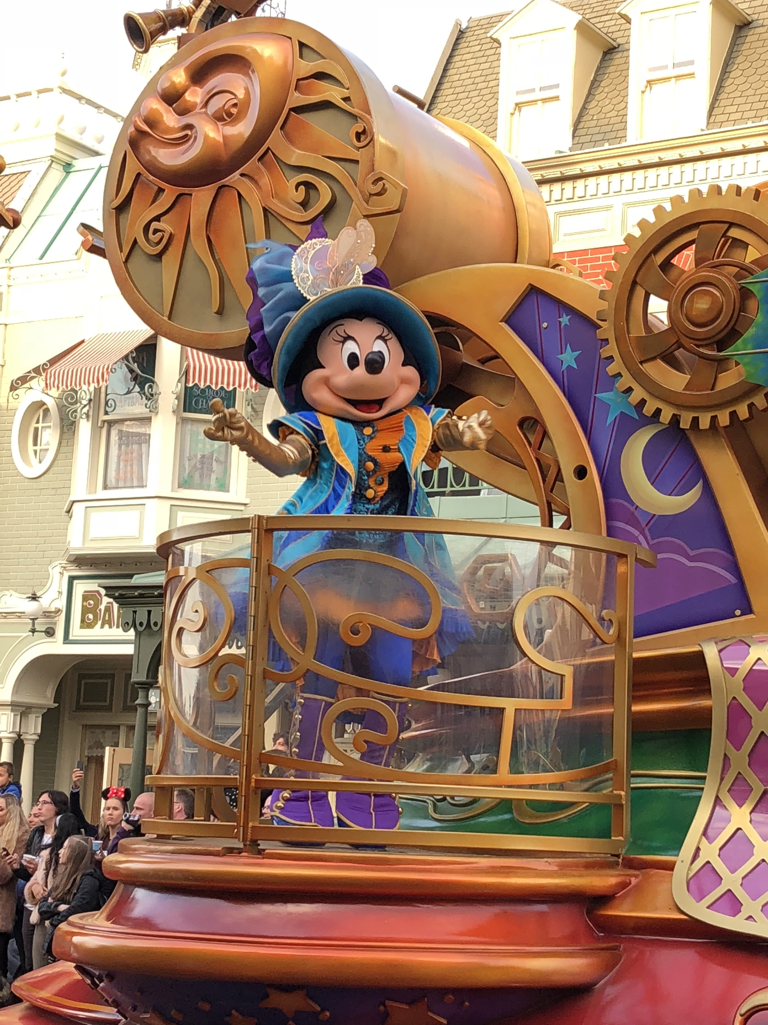 Disneyland: Disney Parade Minnie Mouse