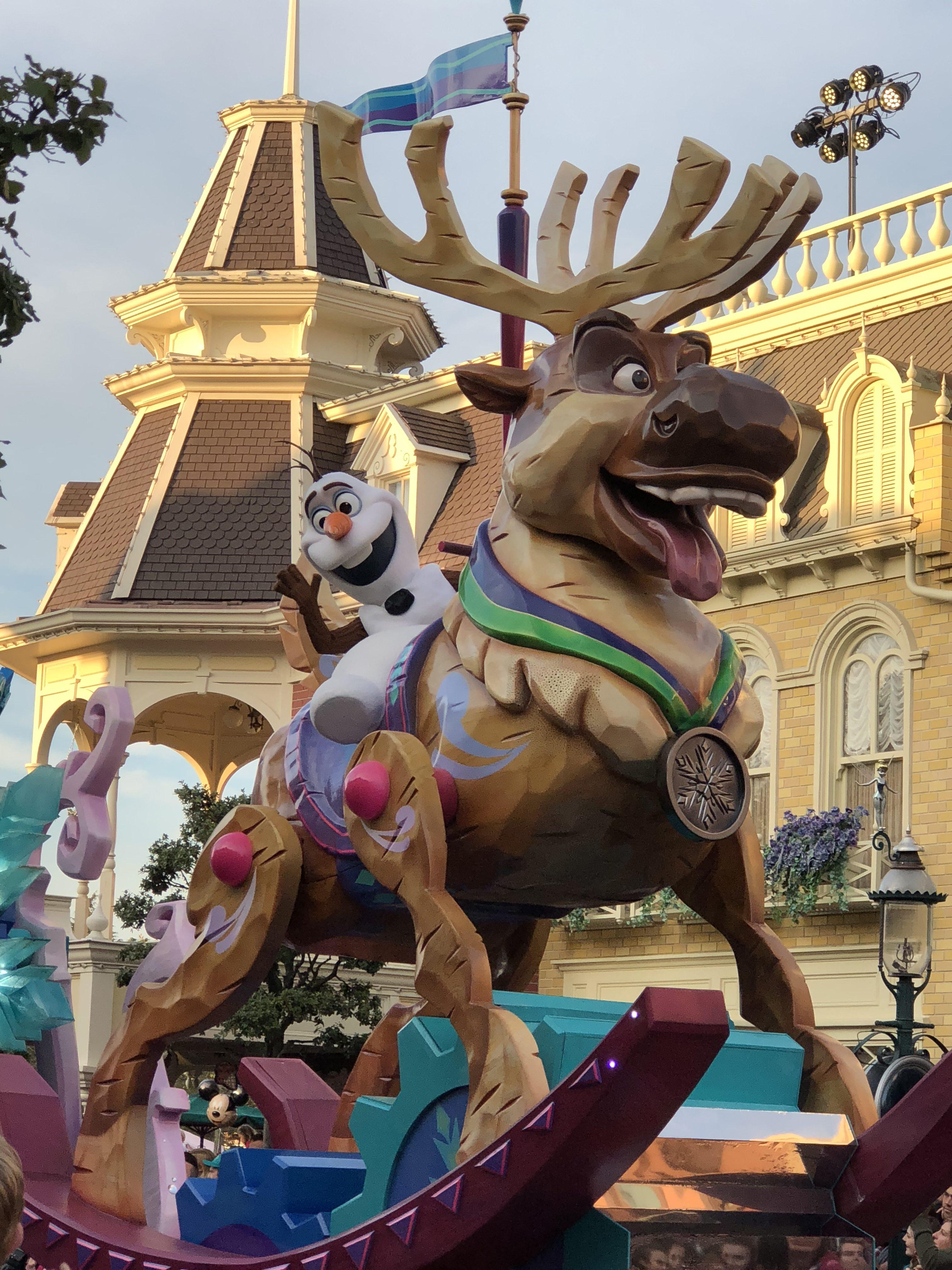 Disneyland: Disney Parade Frozen